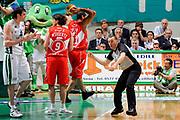 DESCRIZIONE : Siena Lega A 2008-09 Playoff Finale Gara 1 Montepaschi Siena Armani Jeans Milano<br /> GIOCATORE : Arbitro<br /> SQUADRA : <br /> EVENTO : Campionato Lega A 2008-2009 <br /> GARA : Montepaschi Siena Armani Jeans Milano<br /> DATA : 10/06/2009<br /> CATEGORIA : curiosita<br /> SPORT : Pallacanestro <br /> AUTORE : Agenzia Ciamillo-Castoria/G.Ciamillo