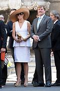 Staatsbezoek van Koning en Koningin aan de Republiek Italie - dag 2 - Palermo /// State visit of King and Queen to the Republic of Italy - Day 2 - Palermo<br /> <br /> Op de foto / On the photo: <br />  Koning Willem-Alexander en koningin Maxima komen aan op het stadhuis in de Siciliaanse hoofdstad Palermo<br /> <br /> King Willem-Alexander and Queen Maxima enter the town hall in the Sicilian capital of Palermo
