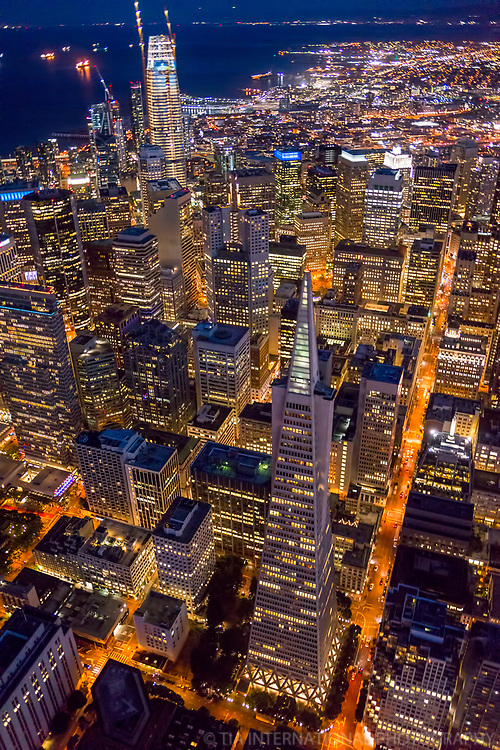Downtown SF featuring Transamerica Pyramid & Salesforce Tower
