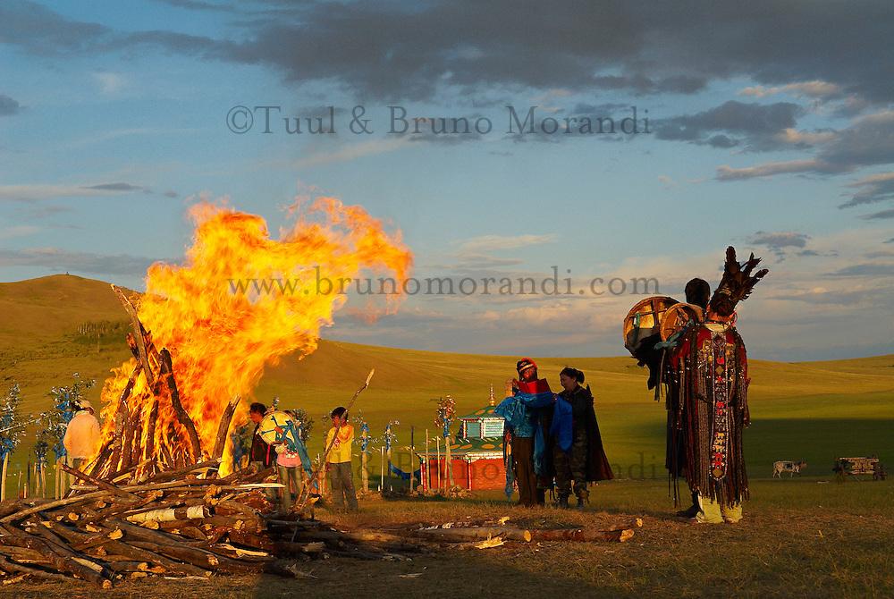 Mongolie. Centre d'initiation chamanique. Les nouveaux chaman pretent serment. Shaman. Chamane.  // Shamanisme initiation centre. Mongolia. The new shaman pledge.