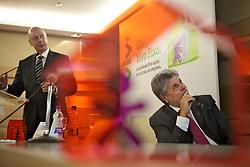 Antonio Carlos Valente (barba), presidente do Grupo Telefônica e Paulo Cesar Teixeira, CEO da Telefônica/ VIVO durante apresentação dos resultados de sinergia entre Vivo e Telefônica para o lancamento do servico de telefonia fixa para residencias. FOTO: Jefferson Bernardes/Preview.com