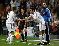 Fotball<br /> Spania 2004/05<br /> Real Madrid v Barcelona<br /> 10. april 2005<br /> Foto: Digitalsport<br /> NORWAY ONLY<br /> Real Madrid's Michael Owen is replaced by teammate Luis Figo