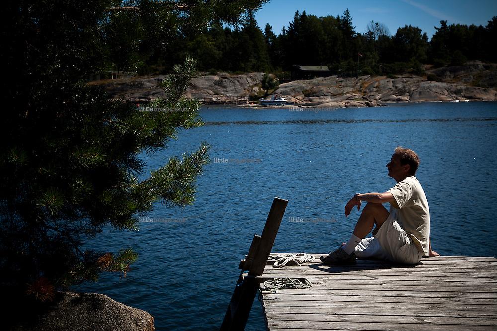 Veierland, Vestfold, 26.07.2012. Kjartan Fløgstad ved sitt landsted på Veierland i Vestfold. Foto: Christopher Olssøn.