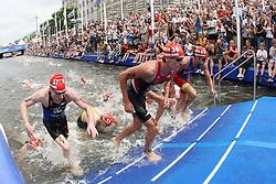 TRIATHLON: Hamburg, 17.07.2010<br />Illustration, Schwimmen, Start<br />© pixathlon