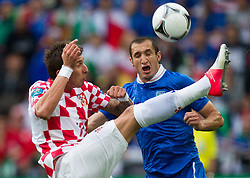 14-06-2012 VOETBAL: UEFA EURO 2012 DAY 7: POLEN OEKRAINE<br /> Mario Mandzukic of Croatia vs Giorgio Chiellini of Italy during the Euro 2012 football championships match Italy v Croatia at the stadium in Poznan. <br /> ***NETHERLANDS ONLY***<br /> ©2012-FotoHoogendoorn.nl