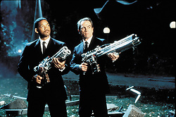 1997; Men In Black. Original Film Title: Men In Black, PICTURED: WILL SMITH, TOMMY LEE JONES, Composer: Danny Elfman, Director: Barry Sonnenfeld, IN CAST: Tommy Lee Jones, Will Smith, Richard Hamilton, Linda Fiorentino, Rip Torn, Vincent D'Onofrio, Tony Shaloub, Carel Struycken, Chris Faloona  (Credit Image: © COLUMBIA TRI STAR/Entertainment Pictures/ZUMAPRESS.com)