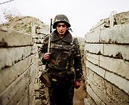 Décembre 2008. Nagorno-Karabagh. Ligne de front entre le Nagorno-Karabagh, peuplé majoritairement d'Arméniens, et l'Azerbaïdjan. Les deux armées se font face depuis la fin de la guerre en 1994 entre les deux populations. Le Nagorno-Karabagh, territoire autonome non reconnu, est un point de friction dans l'ouverture des frontières entre la Turquie - proche de l'Azerbaïdjan - et l'Arménie. Les frontières ont été fermées à cause de ce conflit en 1994.
