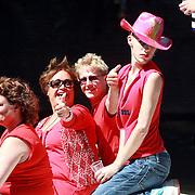 NLD/Amsterdam/20070804 - Gaypride Canalparade 2007, Viola Holt op de helemaal Jottum boot