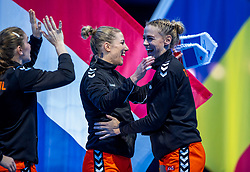 16-12-2018 FRA: Women European Handball Championships bronze medal match, Paris<br /> Romania - Netherlands 20-24, Netherlands takes the bronze medal / Nycke Groot #17 of Netherlands, Maura Visser #15 of Netherlands