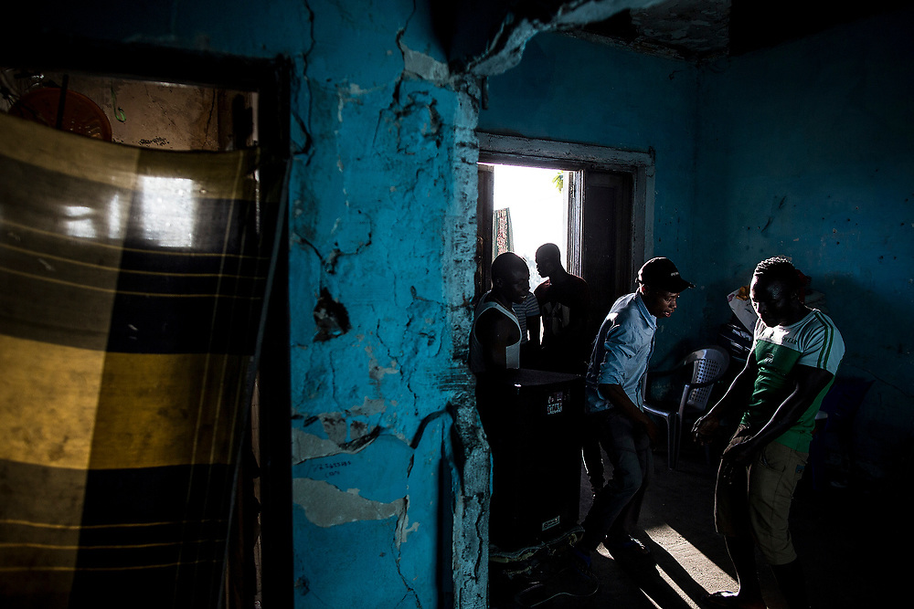 BEIRA, MOZAMBIQUE - JUNE 26, 2016: <br /> Group of young people dancing in one of the rooms of the building. Many of the young people gave up going to school and spend their day in the Grand Hotel.
