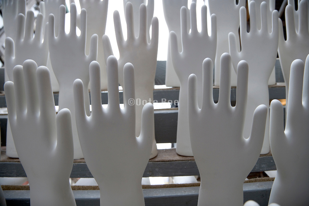 display rack with many hands