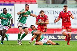 Paul Asquith of Scarlets is tackled by Alberto Sgarbi of Benetton Treviso<br /> <br /> Photographer Craig Thomas/Replay Images<br /> <br /> Guinness PRO14 Round 3 - Scarlets v Benetton Treviso - Saturday 15th September 2018 - Parc Y Scarlets - Llanelli<br /> <br /> World Copyright © Replay Images . All rights reserved. info@replayimages.co.uk - http://replayimages.co.uk