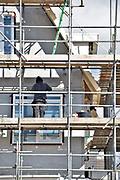 Nederland, Huissen, 27-2-2018Bouwvakkers werken aan een nieuwbouwproject. Timmerman .Foto: Flip Franssen