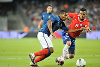 FOOTBALL - FRIENDLY GAME - FRANCE v CHILI - 10/08/2011 - PHOTO SYLVAIN THOMAS / DPPI - FLORENT MALOUDA (FRA) / ARTURO VIDAL (CHI)