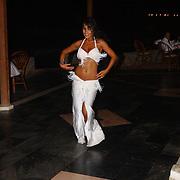 Miss Nederland 2003 reis Turkije, diner aan zee, hotel, buikdanseres