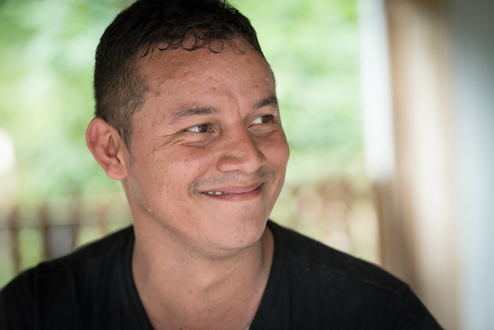 """16 November 2018, San José de León, Mutatá, Antioquia, Colombia: """"People in this community have worked hard together, and we see the progress that we have made. My dream is to see this work continue, so we can move forward even if we see lack of fulfilment from the government on the peace treaty,"""" says Giovanni Duarte Duarte. Following the 2016 peace treaty between FARC and the Colombian government, a group of ex-combatant families have purchased and now cultivate 36 hectares of land in the territory of San José de León, municipality of Mutatá in Antioquia, Colombia. A group of 27 families first purchased the lot of land in San José de León, moving in from nearby Córdoba to settle alongside the 50-or-so families of farmers already living in the area. Today, 50 ex-combatant families live in the emerging community, which hosts a small restaurant, various committees for community organization and development, and which cultivates the land through agriculture, poultry and fish farming. Though the community has come a long way, many challenges remain on the way towards peace and reconciliation. The two-year-old community, which does not yet have a name of its own, is located in the territory of San José de León in Urabá, northwest Colombia, a strategically important corridor for trade into Central America, with resulting drug trafficking and arms trade still keeping armed groups active in the area. Many ex-combatants face trauma and insecurity, and a lack of fulfilment by the Colombian government in transition of land ownership to FARC members makes the situation delicate. Through the project De la Guerra a la Paz ('From War to Peace'), the Evangelical Lutheran Church of Colombia accompanies three communities in the Antioquia region, offering support both to ex-combatants and to the communities they now live alongside, as they reintegrate into society. Supporting a total of more than 300 families, the project seeks to alleviate the risk of re-victimiz"""