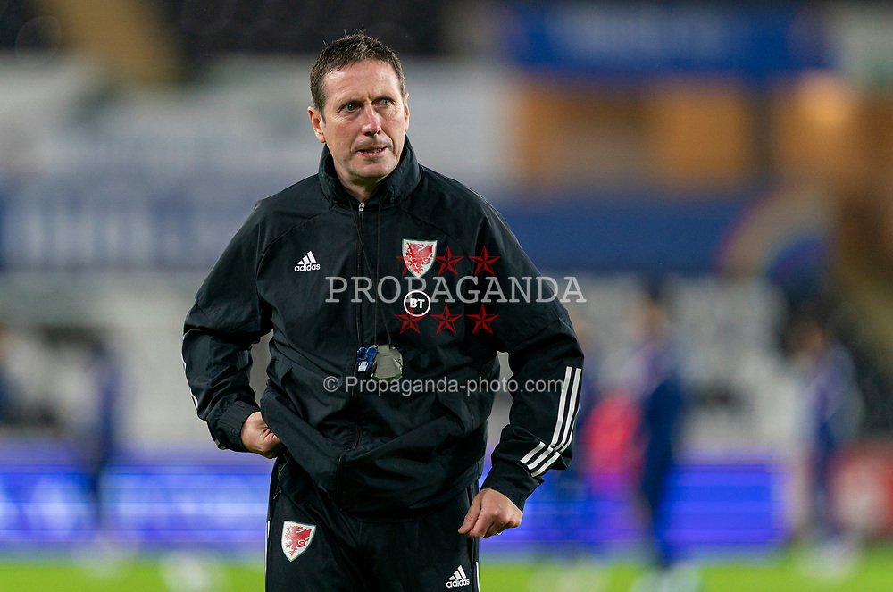 SWANSEA, WALES - Thursday, November 12, 2020: Wales' head of performance Tony Strudwick during the pre-match warm-up before an International Friendly match between Wales and the USA at the Liberty Stadium. (Pic by David Rawcliffe/Propaganda)