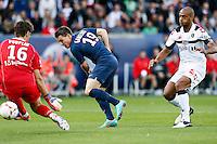 FOOTBALL - FRENCH CHAMPIONSHIP 2012/2013 - L1 - PARIS SAINT GERMAIN VS SOCHAUX - 29/09/2012 - SIMON POUPLIN (SOCHAUX), KEVIN GAMEIRO (PARIS SAINT-GERMAIN), CEDRIC KANTE (SOCHAUX)