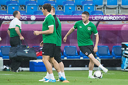 09.06.2012, Stadion Miejski, Poznan, POL, UEFA EURO 2012, Tschechische Republik, Training, im Bild ROBBIE KEANE (R) during the during EURO 2012 Trainingssession of Ireland Nationalteam, at the stadium Miejski, Poznan, Poland on 2012/06/09