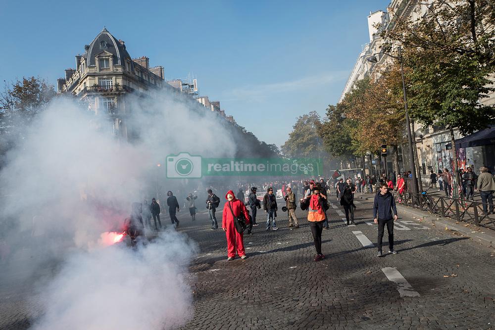 October 9, 2018 - Paris, Ile-de-France (region, France - Inter-union demonstration in Paris against the policy of the government of Emmanuel Macron. (Credit Image: © Adrien Vautier/Le Pictorium Agency via ZUMA Press)