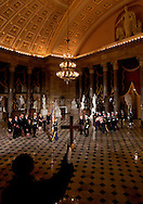 Mourners pay their respects as an honor guard carry the casket of former U.S. President Gerald Ford through Statuary Hall for his body lies to lie in state in the rotunda of the U.S. Capitol in Washington.