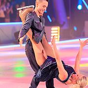 NLD/Hilversum/20130209 - Finale Sterren Dansen op het IJs 2013, Monsif Bakkali en Patti Petrus
