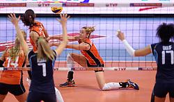 08-01-2016 TUR: European Olympic Qualification Tournament Nederland - Italie, Ankara<br /> De volleybaldames hebben op overtuigende wijze de finale van het olympisch kwalificatietoernooi in Ankara bereikt. Italië werd in de halve finales met 3-0 (25-23, 25-21, 25-19) aan de kant gezet / Maret Balkestein-Grothues #6