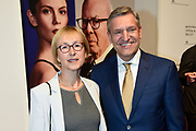 Koning Willem-Alexander en koningin Maxima zijn aanwezig bij de  premierevoorstelling Ode aan de Meester, een eerbetoon aan choreograaf. <br /> <br /> King Willem-Alexander and Queen Maxima are present at the premiere performance Ode aan de Meester, a tribute to choreographer.<br /> <br /> Op de foto / On the photo:  Sybrand van Haersma Buma en partner