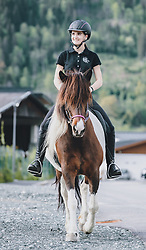 THEMENBILD - eine junge Frau reitet nach dem Lock down zum ersten Mal mit einem gefleckten Pferd aus, aufgenommen am 01. Mai 2020 in Kaprun, Oesterreich // a young woman rides out with a spotted horse for the first time after the lock down in Kaprun, Austria on 2020/05/01, Kaprun, Austria. EXPA Pictures © 2020, PhotoCredit: EXPA/ Stefanie Oberhauser