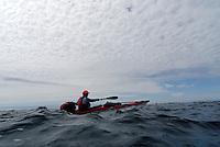 Kayaker in small waves - kajakpadler i små bølger