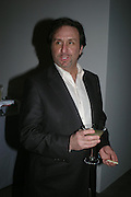 Ron Silver. Almeida 25th Anniversay Gala. Gagosian Gallery, Brittania St. Kings Cross. London. 27 January 2005. ONE TIME USE ONLY - DO NOT ARCHIVE  © Copyright Photograph by Dafydd Jones 66 Stockwell Park Rd. London SW9 0DA Tel 020 7733 0108 www.dafjones.com