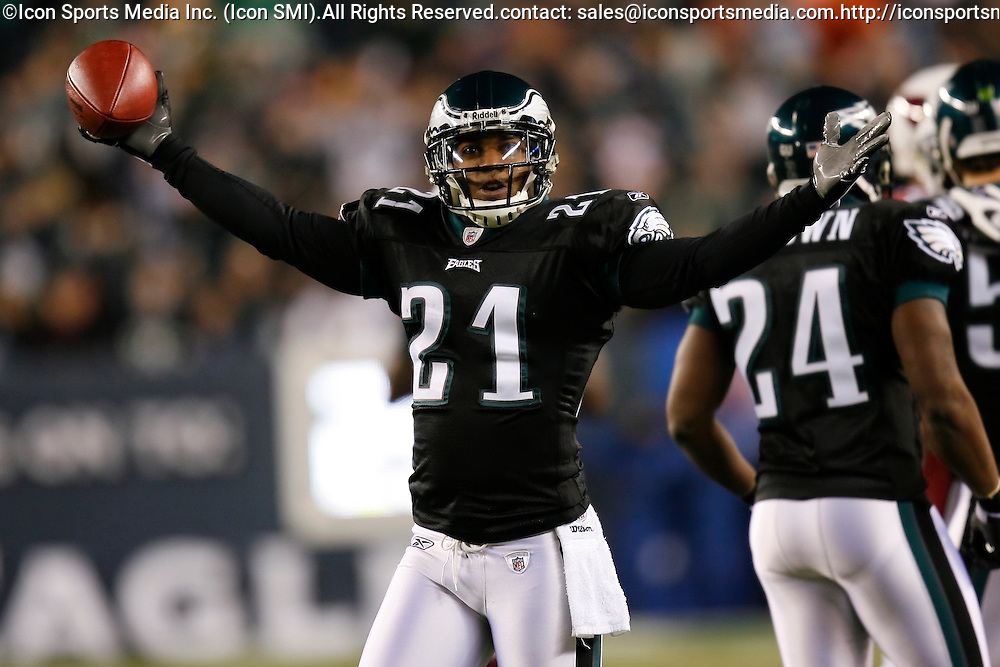 27 Nov 2008: Philadelphia Eagles cornerback Joselio Hanson #21 reacts after a play during the game against the Arizona Cardinals on November 27th, 2008. The Eagles won 48 to 20 at Lincoln Financial Field in Philadelphia, Pennsylvania.