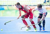 RIO DE JANEIRO  (Brazilië) -  Emmanuel Stockbroekx (Belg.) with David Condon (GB) during the poulematch hockey men Belgium v Great Britain (4-1), Olympic Games 2016 <br /> Copyright Koen Suyk