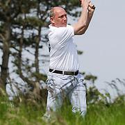 NLD/Zandvoort/20120521 - Donmasters 2012 golftoernooi, Ron Zwerver slaat bal