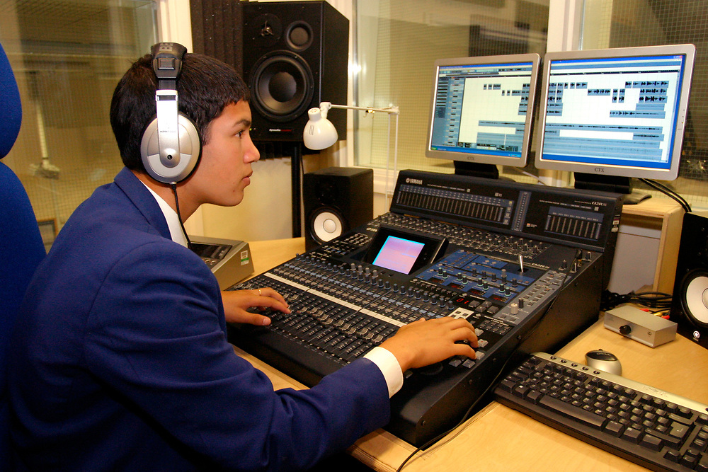 Hockerill Anglo-European College; grant maintained specialist language college, UK 2008, About one third of the pupils are boarders, In the sixth form students study the International Baccalaureate Diploma, Mixing desk