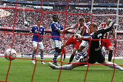 30.04.2011, Allianz Arena, Muenchen, GER, 1.FBL, FC Bayern Muenchen vs FC Schalke 04 , im Bild  Tor zum 2-1 durch Thomas Mueller (Bayern #25) , EXPA Pictures © 2011, PhotoCredit: EXPA/ nph/  Straubmeier       ****** out of GER / SWE / CRO  / BEL ******