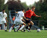 Fotball. EM-kvalifisering U21, Nadderud 1. september 2000. Norge-Armenia. John Arne Riise, Norge og Grigor Grigoryan, Armenia. Foto: Digitalsport.