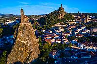 France, Haute-Loire (43), Le Puy-en-Velay, étape sur le chemin de Saint Jacques de Compostelle, vue de la ville, Saint-Michel d'Aiguilhe, cathédrale du Puy et statue de Notre-Dame de France // France, Haute-Loire (43), Le Puy-en-Velay, stage on the way to Saint Jacques de Compostela, view of the city, Saint-Michel d'Aiguilhe, cathédrale du Puy et statue de Notre-Dame de France