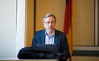 DEU, Deutschland, Germany, Berlin, 23.03.2020: Berlins Gesundheitsstaatssekretär Martin Matz (SPD) im Gesundheitsausschuss im Abgeordnetenhaus von Berlin. Thema im Ausschuss waren die Berliner Maßnahmen gegen die Ausbreitung der Pandemie Coronavirus (Covid-19).