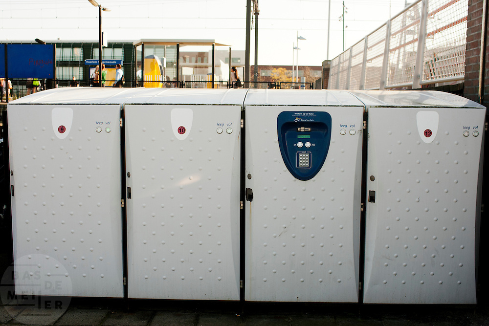 Fietskluizen voor de OV-fiets bij station Haarlem Spaarnwoude.<br /> <br /> Boxes for the rental bikes near station Haarlem Spaarnwoude
