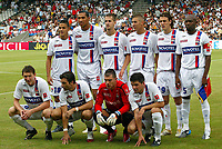 Fotball<br /> Frankrike<br /> Foto: Panoramic/Digitalsport<br /> NORWAY ONLY<br /> <br /> Equipe - Lyon /Paris Saint Germain-Trophee des Champions - 30.07.2006 - OL /PSG - Foot Football - Largeur attitude pose<br /> Debout de gauche a droite<br /> Ben Arfa - Carew - Clerc - Benzema - Squillaci - Cacapa<br /> Accroupi de gauche a droite<br /> Källström - Berthod - Vercoutre - Toulalan