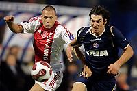 Dinamo Zagreb - Ajax , 20-09-2007 , UEFA Cup , 1e ronde, 1e wed. , John Heitinga in duel met Nikola Pokrvac