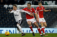 Stefan Johansen of Fulham (L) takes on Gary Gardner of Barnsley (R). EFL Skybet championship match, Fulham v Barnsley at Craven Cottage in London on Saturday 23rd December 2017<br /> pic by Steffan Bowen, Andrew Orchard sports photography.