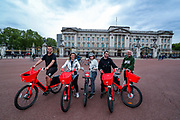 An English family household is seen in front of Kingdom's Buckingham Palace in London, Britain, on Sunday, May 3, 2020. Britons are now in their sixth week of lockdown due to the Coronavirus pandemic. Countries around the world are taking increased measures to stem the widespread of the SARS-CoV-2 coronavirus which causes the Covid-19 disease. (Photo/ Vudi Xhymshiti)
