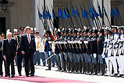 Staatsbezoek van Koning en Koningin aan de Republiek Italie - dag 1 - Rome /// State visit of King and Queen to the Republic of Italy - Day 1 - Rome<br /> <br /> Op de foto / On the photo: Koning Willem-Alexander wordt verwelkomd door de Italiaanse president Sergio Mattarella bij het Palazzo del Quirinale <br /> <br /> King Willem-Alexander is welcomed by Italian President Sergio Mattarella at the Palazzo del Quirinale