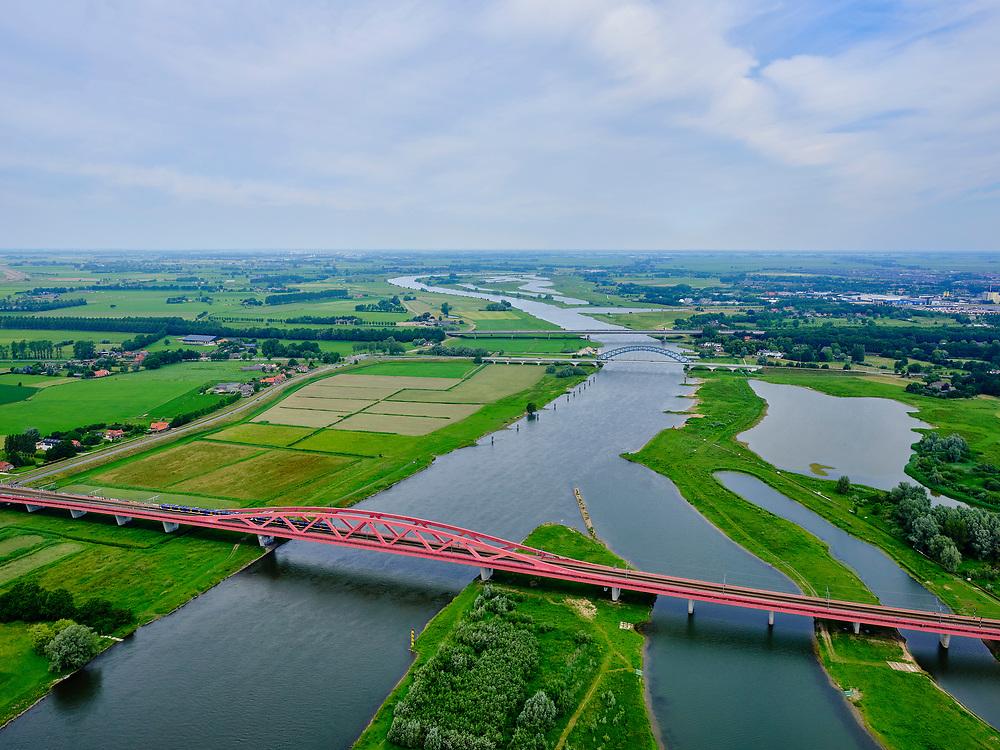 Nederland, Overijssel, Gemeente Zwolle, 21–06-2020; IJssel bij Zwolle, IJsselbrug, Hattem brug voor het wegverkeer. De tweede brug is de spoorbrug van de Hanzelijn, de  Hanzeboog.<br /> IJssel near Zwolle, IJssel bridge, Hattem bridge for road traffic. The second bridge is the railway bridge of the Hanze line, the Hanzeboog.<br /> luchtfoto (toeslag op standaard tarieven);<br /> aerial photo (additional fee required)<br /> copyright © 2020 foto/photo Siebe Swart