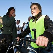 NLD/Huizen/20080520 - Start praktisch verkeersexamen scholieren Huizen