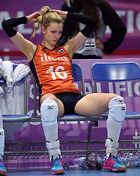04-01-2016 TUR: European Olympic Qualification Tournament Nederland - Duitsland, Ankara <br /> De Nederlandse volleybalvrouwen hebben de eerste wedstrijd van het olympisch kwalificatietoernooi in Ankara niet kunnen winnen. Duitsland was met 3-2 te sterk (28-26, 22-25, 22-25, 25-20, 11-15) / Teleurstelling bij Debby Stam-Pilon #16 na de verloren wedstrijd