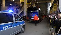 Ankunft Mannschaftsbus Borussia Dortmund im Signal Iduna Park spillebussen og politi<br /> Dortmund, 12.04.2017, Fussball, Champions League, Viertelfinale Hinspiel, Borussia Dortmund - AS Monaco<br /> <br /> Norway only