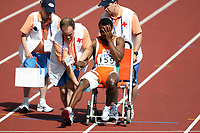 Friidrett, 6. august 2005, VM Helsinki, <br /> World Championship in Athletics<br /> Eric Pacome N`Dri fikk strek og måtte kjøres ut i rullestol